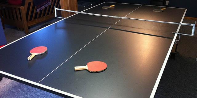 pasa sobre mesa de ping pong