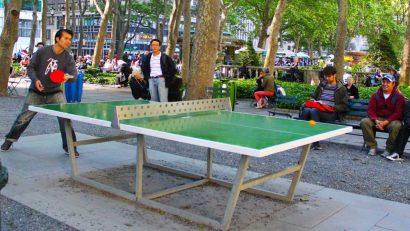 mesa de ping pong en espacio público