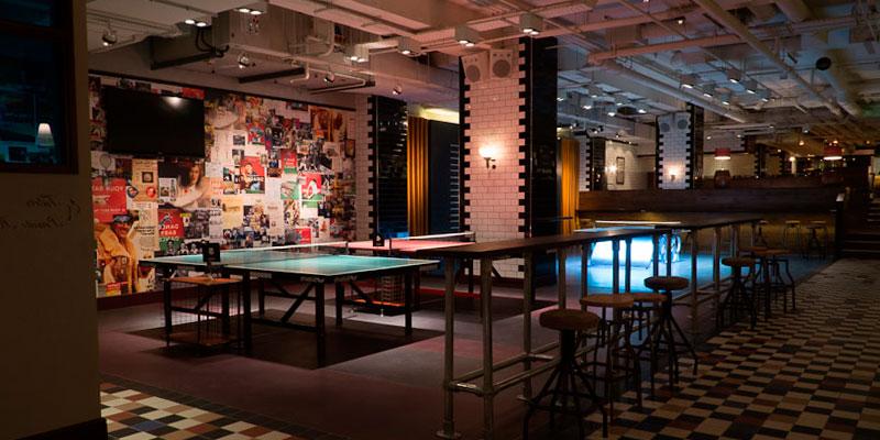 cafeteria con mesa de ping pong