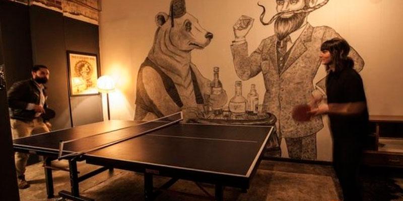 torneo de ping pong en el bar