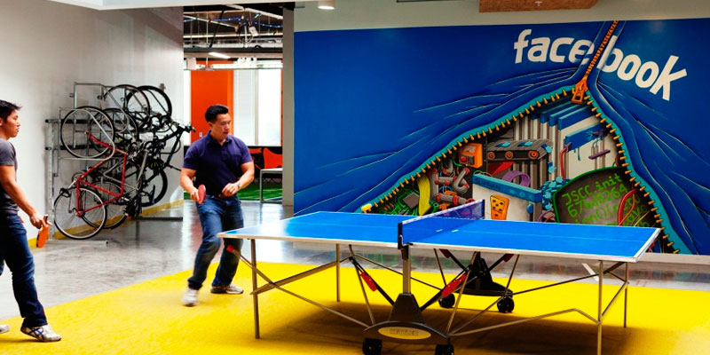 mesa ping pong en oficina de Facebook