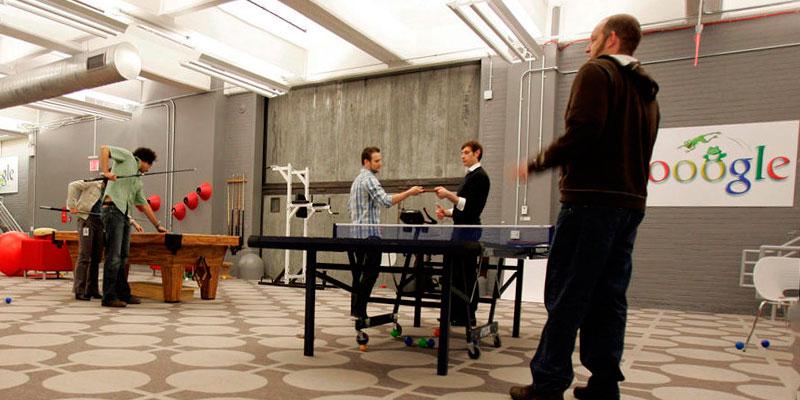 mesa de ping pong en oficina de google